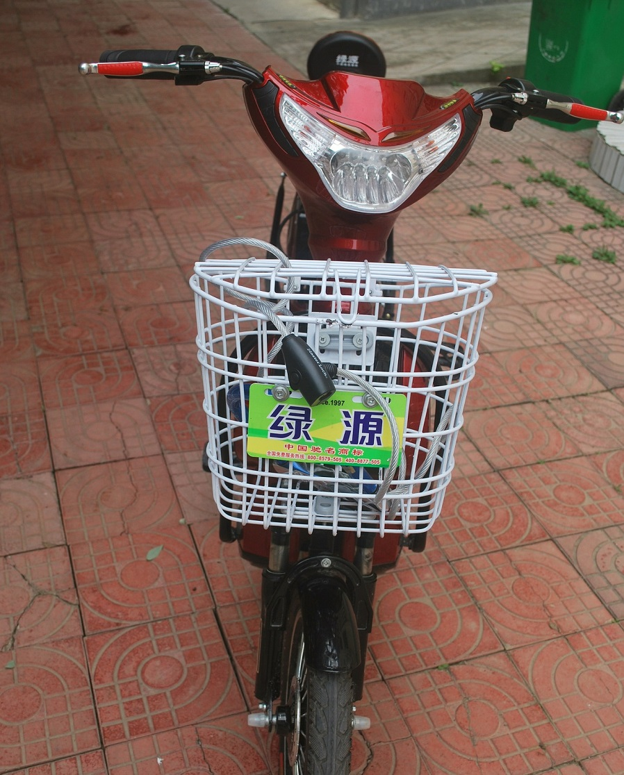 Bici elettrica senza pedali: a metà strada tra bici e scooter