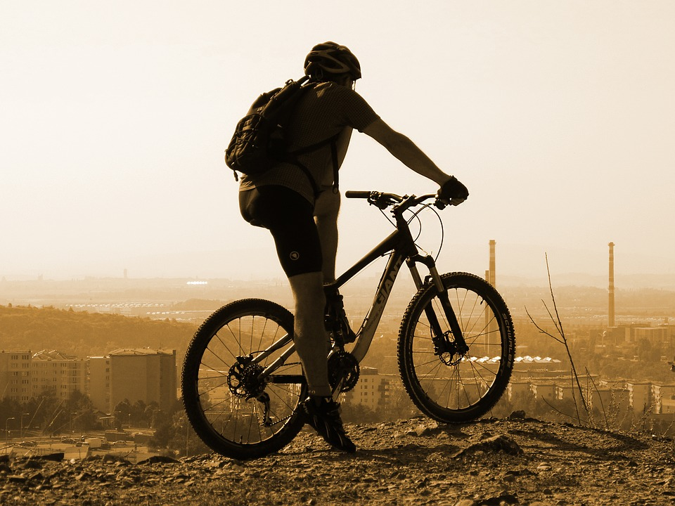 Abbigliamento ciclismo uomo: non solo per gli sportivi