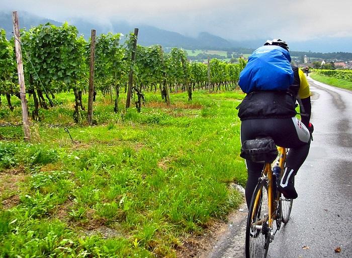Come pulire la bici elettrica dopo una pedalata sotto la pioggia?